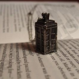 Náhrdelník TARDIS – stříbrný
